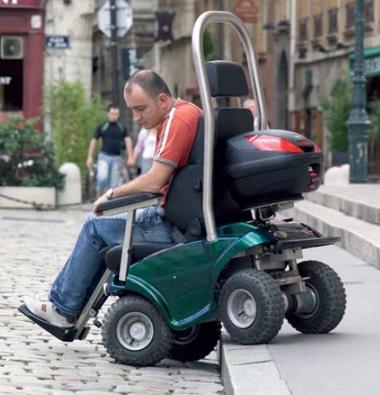 fauteuil roulant lectrique tout terrain fauteuil roulant handicap. Black Bedroom Furniture Sets. Home Design Ideas